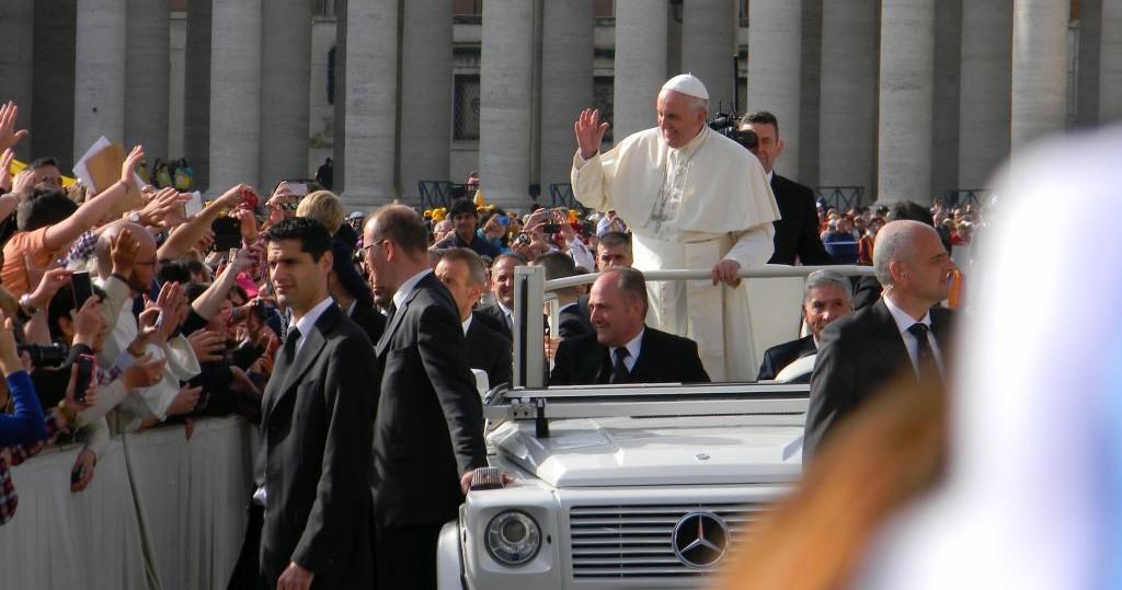 Pápež František počas generálnej audiencie na Námestí sv. Petra